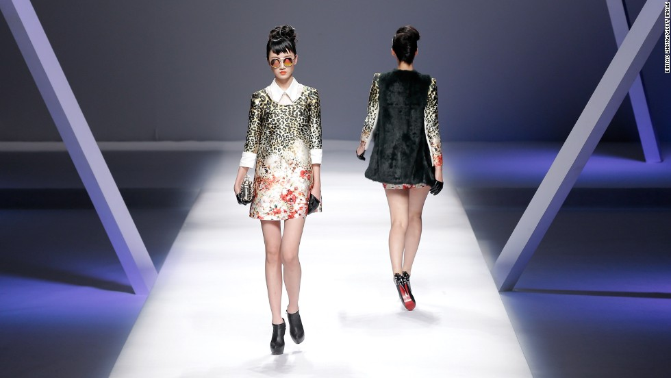 Yuan Bing presented one of the most wearable collections, for the Viscap label. Easy baby doll dresses in statement prints and metallic fabrics dominated his womenswear showcase.