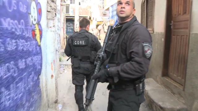cnnee baron rio favelas police vs narcos_00010621.jpg