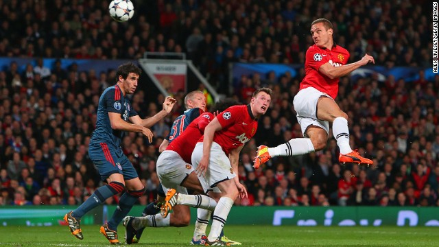Nemanja Vidic gives Manchester United the lead against Bayern Munich with a brilliant header from a corner.