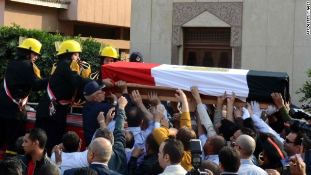 Mourners carry the coffin of Brigadier General Tariq al-Mirgawi during his funeral in the Egyptian capital Cairo, on April 2, 2014.