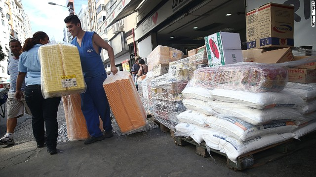 RIO DE JANEIRO, BRAZIL - FEBRUARY 28: A worker unloads goods outside a supermarket on February 28, 2014 in Rio de Janeiro, Brazil. Brazil's economy grew 2.3 percent in 2013, twice the rate economists had expected. (Photo by Mario Tama/Getty Images)