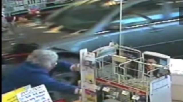 mxp car crashes into cvs misses shopper_00000829.jpg