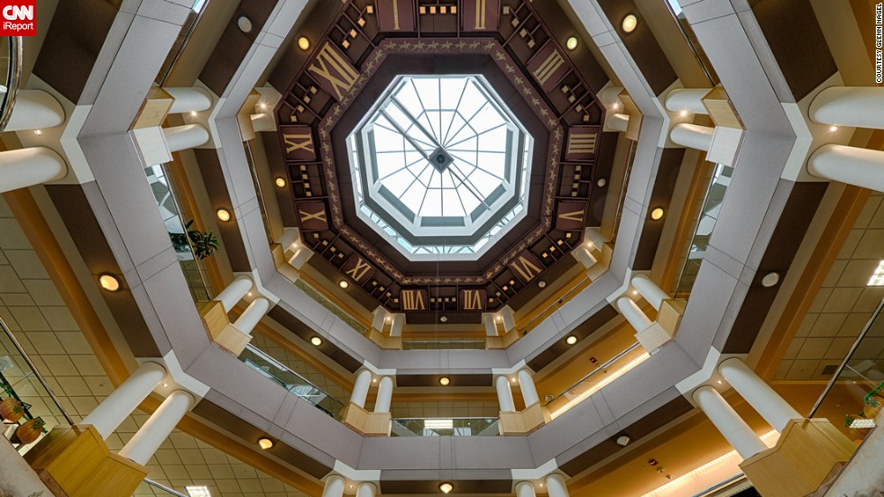 "A ceiling clock can be seen in the rotunda of <a href=""http://www.lexpublib.org"" target=""_blank"">Lexington Public Library</a> in Lexington, Kentucky."