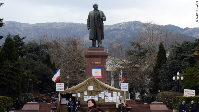 The statue of Lenin outside Yalta.