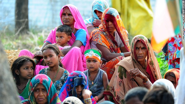 Indian villagers listen to an unseen speaker during a rally by Congress Party leaders in Amethi on March 12, 2014.
