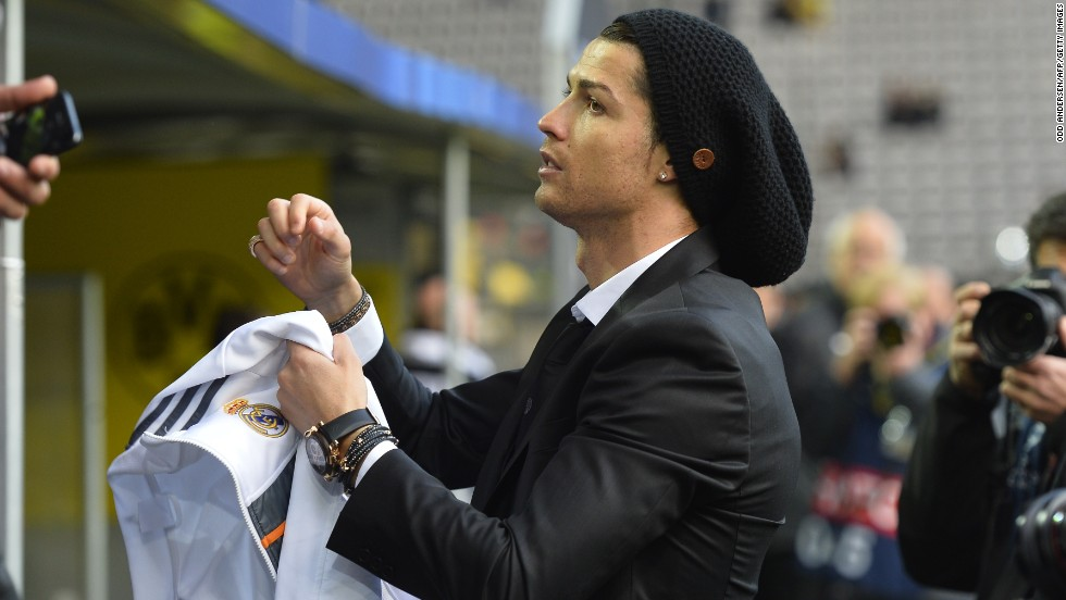 Reigning world player of the year Ronaldo, who suffered a knee injury in the first leg, stayed on the bench but took the time to sign some autographs.
