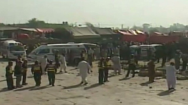 Blast at fruit market in Pakistan