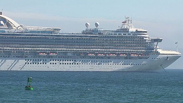 Sick cruise passengers stuck in rooms