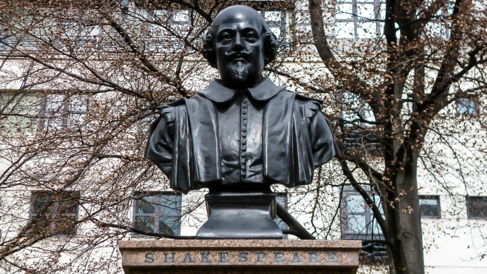 Highlights on the 105-minute London Shakespeare tour include the sites of the only two documented London addresses where the playwright lived. A Shakespeare statue sits near the remains of St. Mary Aldermanbury parish.