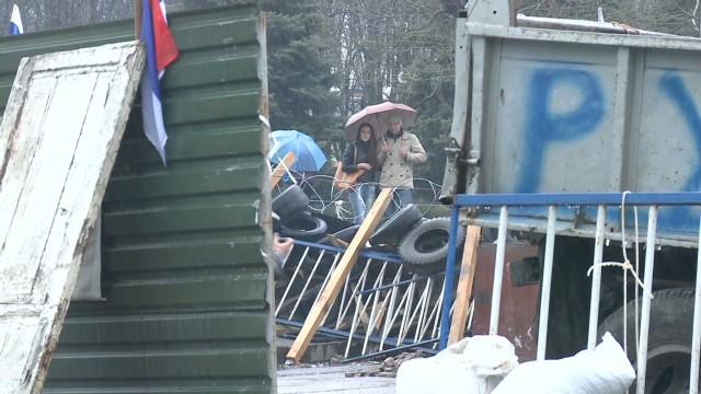 Pro-Russian crowds dwindle in Luhansk