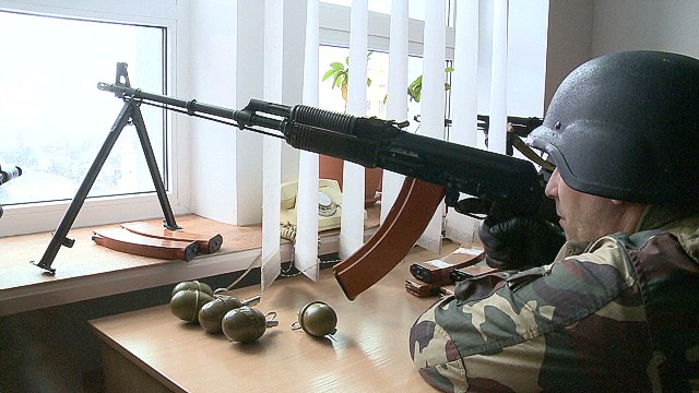 ukraine luhansk standoff paton walsh pkg_00002214.jpg