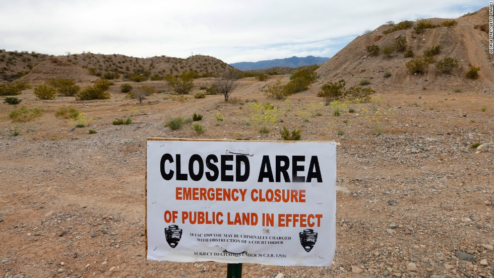 A sign announces the closure of public land during the cattle roundup.