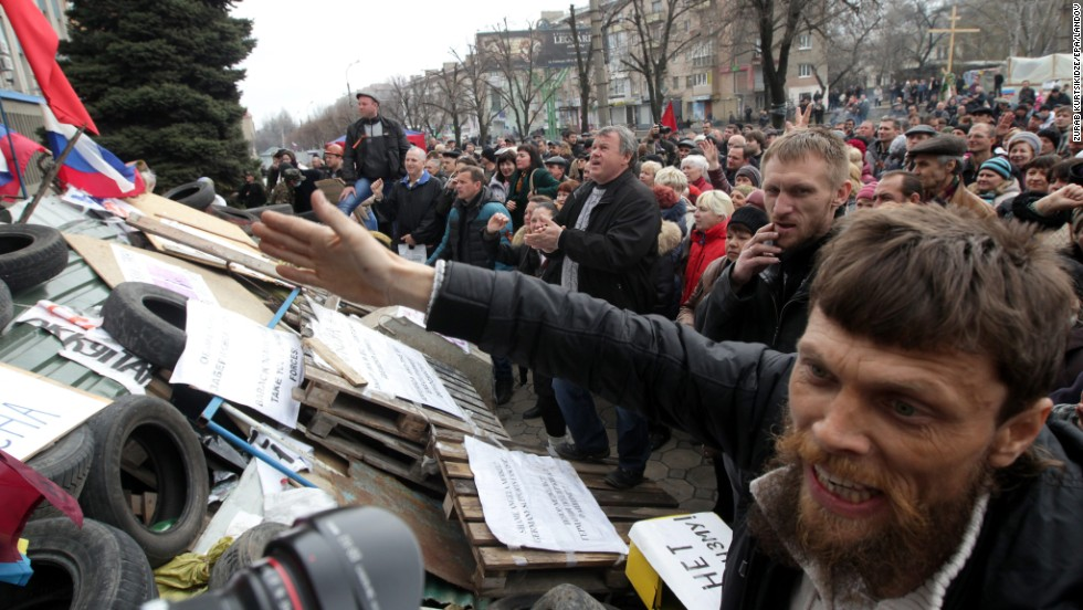 Russian supporters attend a rally in front of the security service building occupied by pro-Russian activists in Luhansk on April 14.