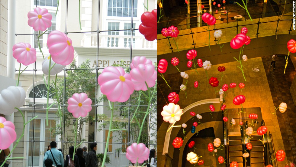 Some of Kitagawa's work for shopping malls and plazas has commercial appeal, such as this simple flower balloon art.