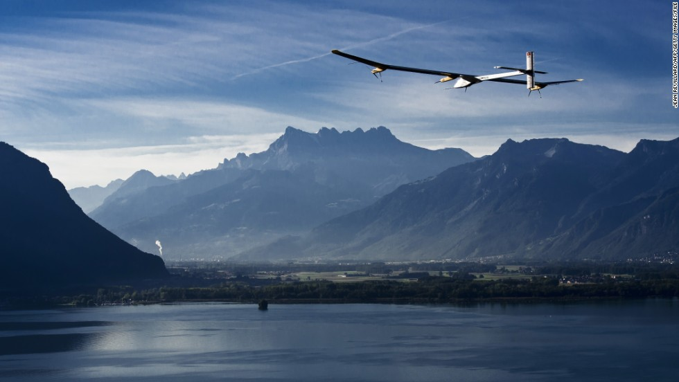 The solar-powered aircraft Solar Impulse flies above Lake Geneva during a test flight from Payerne to Geneva on September 21, 2010.