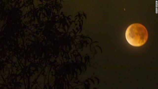 Blood moon blows up social media