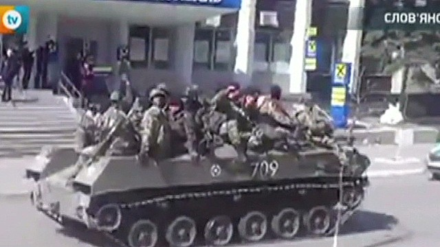 Armored vehicles enter Slaviansk