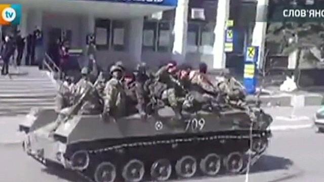 Armored vehicles enter Slavyansk