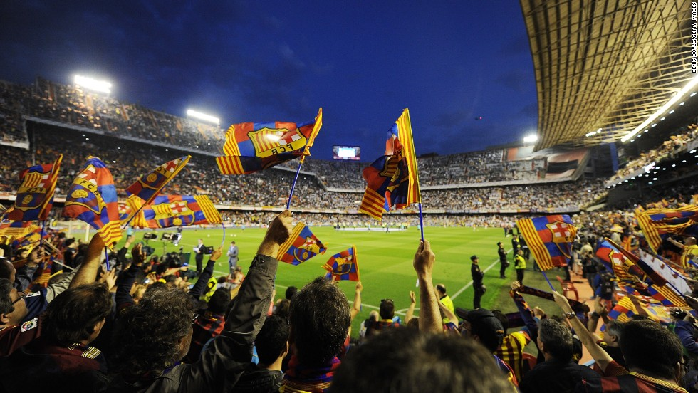 Barca fans gathered at Valencia's Mestalla Stadium hoping to see their team avoid a third straight defeat. The Catalan team had not lost three successive games since January 2003.