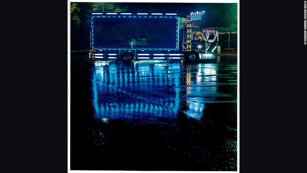 This truck takes inspiration from the ocean. The blue lights illuminate a mural of dolphins jumping from the sea.