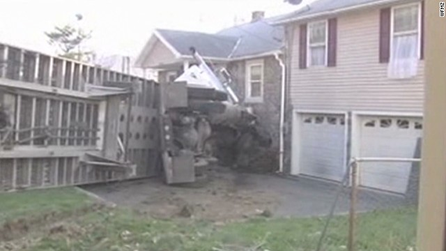 dnt tractor trailer into house _00001108.jpg