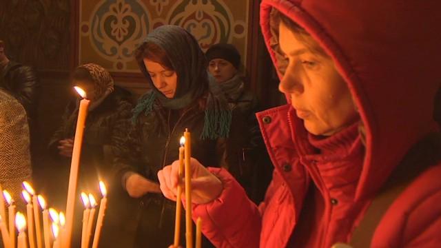 pkg pleitgen ukraine easter prayers_00011204.jpg