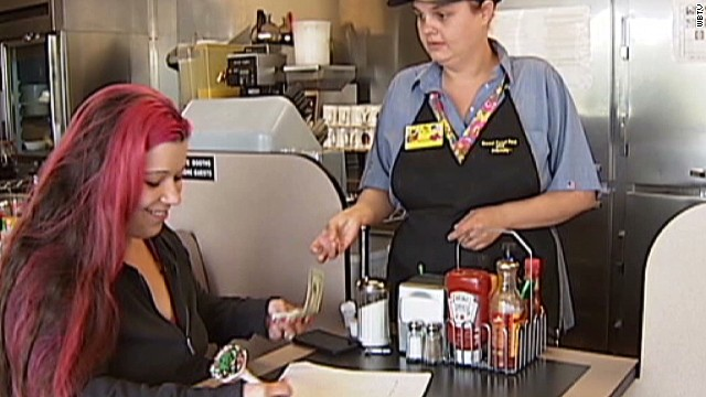Waitress raises money to pay for vets funeral_00011921.jpg