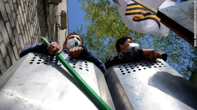 Tensions escalate in eastern Ukraine