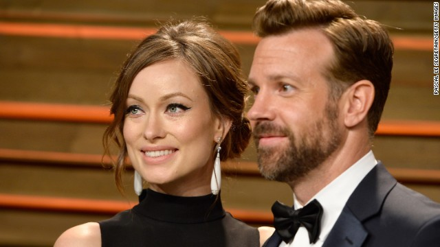 WEST HOLLYWOOD, CA - MARCH 02: Actors Olivia Wilde (L) and Jason Sudeikis attend the 2014 Vanity Fair Oscar Party hosted by Graydon Carter on March 2, 2014 in West Hollywood, California.  (Photo by Pascal Le Segretain/Getty Images)