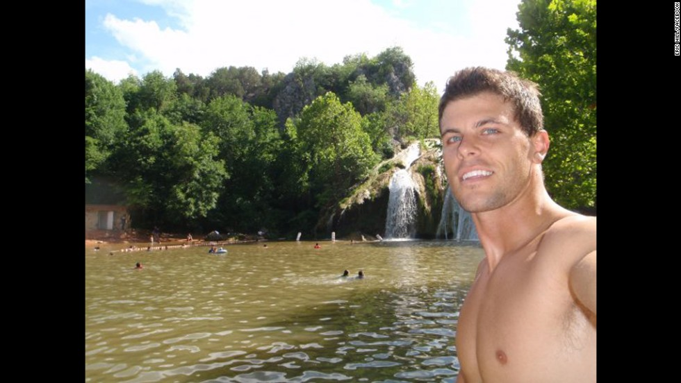 'Bachelorette' contestant Eric Hill dies after paragliding ...