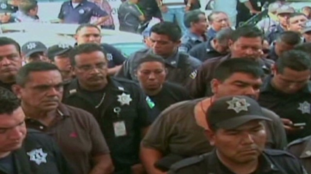 cnnee police strike mexico_00000426.jpg