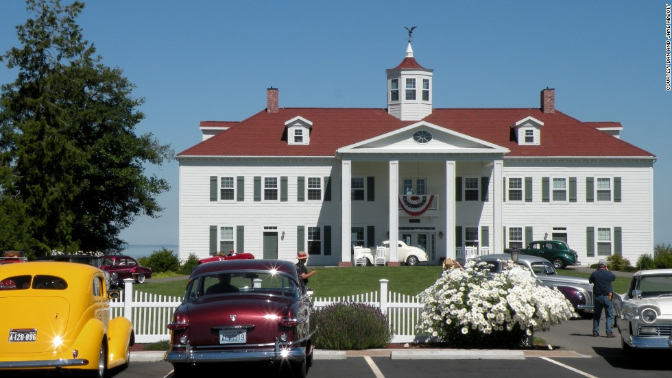 Built in 2006, the George Washington Inn in Port Angeles, Washington, is a nearly spot-on replica of President George Washington's beloved Mount Vernon.