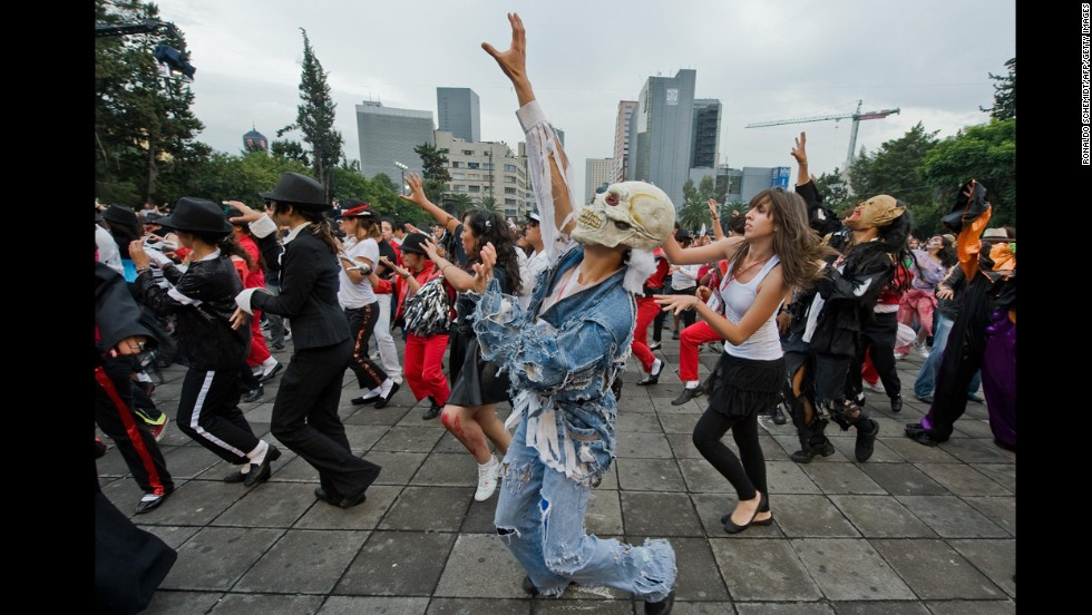"With more than 20 million people pulsing through its streets, Mexico City is well-positioned for record-setting. On August 29, 2009, nearly 14,000 people helped break the Guinness World Record for the biggest mass dance to Michael Jackson's ""Thriller."""
