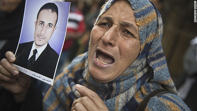 An Egyptian woman reacts after the court sentenced 682 alleged Islamists and a Muslim Brotherhood leader to death on April 28, 2014 in the southern city of Minya.