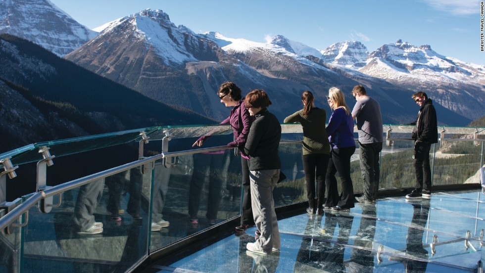 A Discovery Trail cliff-edge walkway leading to the glass platform includes six interpretive stations and an audio tour focusing on the glaciology, biology and ecology of Canada's Columbia Icefield region.