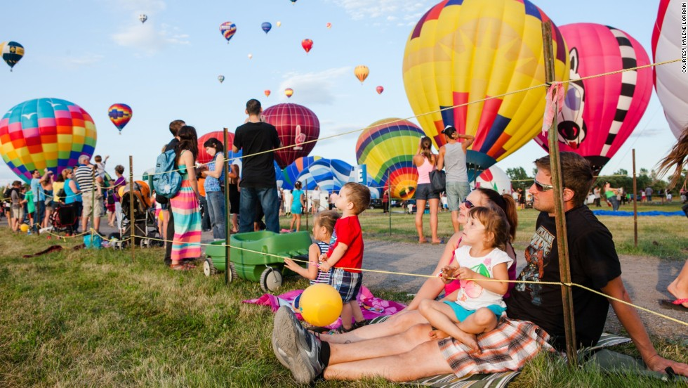 The Montgolfières Saint-Jean-sur-Richelieu International Balloon Festival, just 20 minutes from Montreal, Canada, has added musical acts to perform at night.
