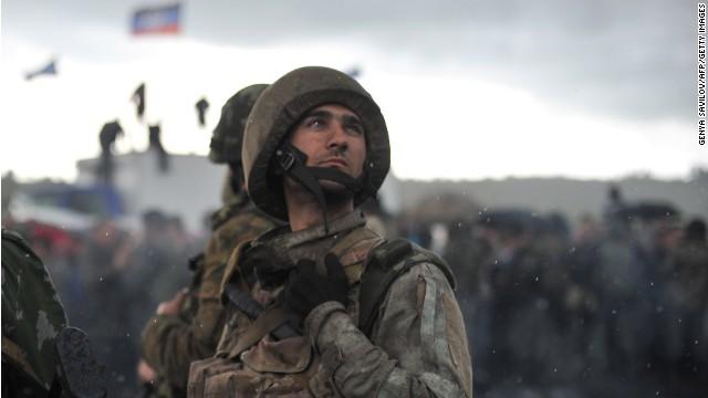 Ukrainian National Guard troops wait as pro-Russia supporters block the Kramators-Slavyansk road on May 2, 2014.
