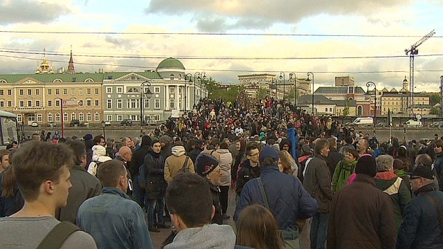 Anti-Putin rally draws crowd in Moscow