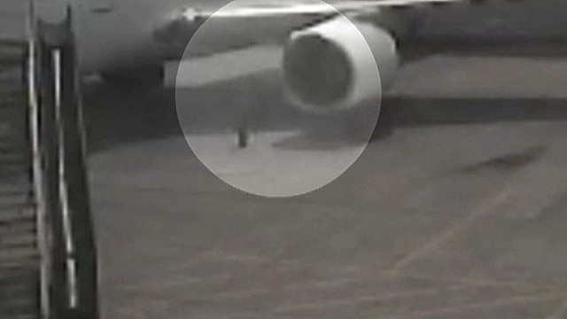 cnnee us hawaii stowaway at tarmac_00002421.jpg
