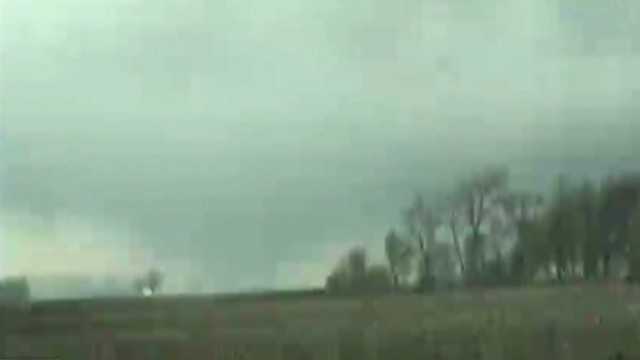 Tornado hits ground in Minnesota