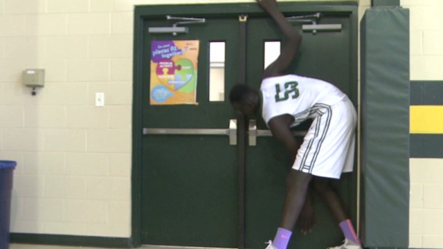 dnt tallest high school basketball player _00001915.jpg