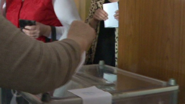 cnni shubert pkg double voting ukraine_00002102.jpg