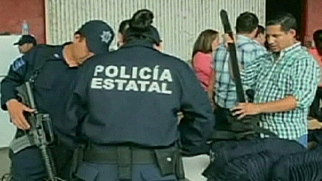 cnnee rodriguez mexico michoacan autodefensas legal_00000601.jpg