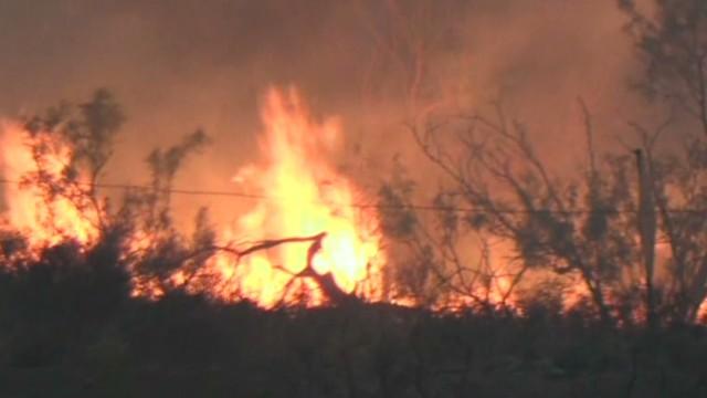 TSR TX Wildfire burns at least 100 homes_00000820.jpg