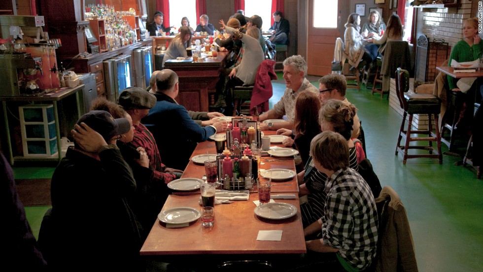 Tony joins chef John Currence and a host of Oxford-based writers for a whole-hog meal at the Lamar Lounge.