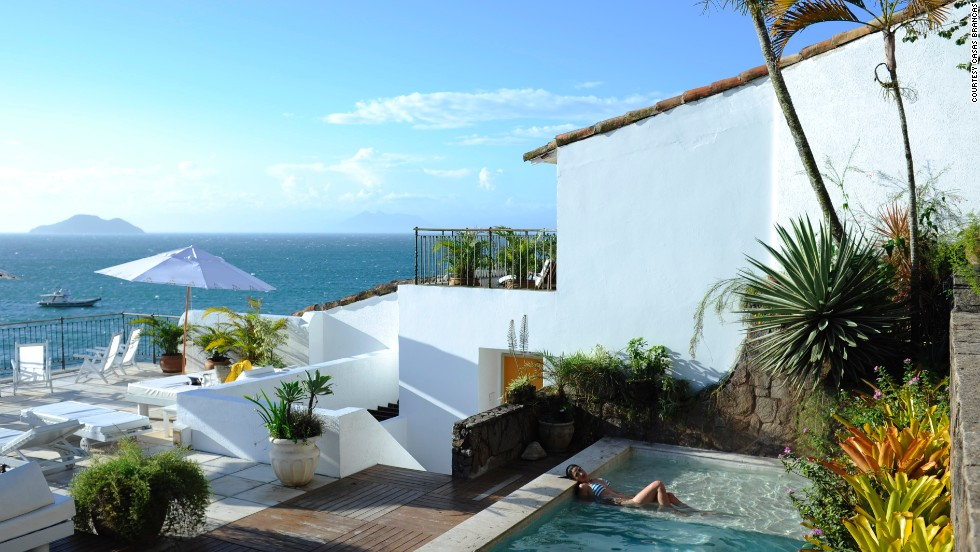 "Accommodations on Buzios range from high end <a href=""https://www.casasbrancas.com.br/"" target=""_blank"">Casas Brancas</a> (in this photo) to budget pousadas such as <a href=""http://www.pousadavilapitanga.com.br/english/home/"" target=""_blank"">Vila Pitanga</a>."