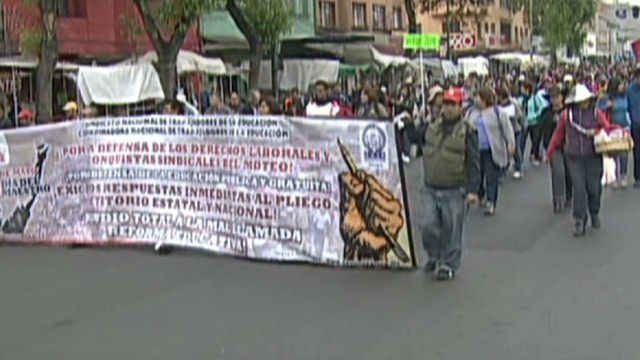 cnnee pm mexico protest march_00000108.jpg