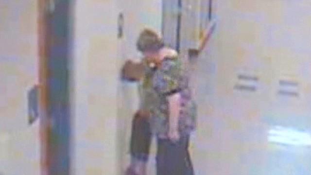 newday intv callan jackson teacher grabs kindergartener neck_00002221.jpg