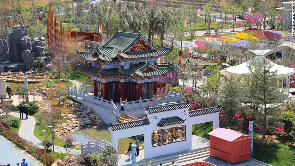 Located inside the Chinese Garden, the Jiangxi Garden is divided into four zones: the Historical Footprint zone, the Red Revolutionary zone, the Green Rise zone and Poyang Lake ecological zone.
