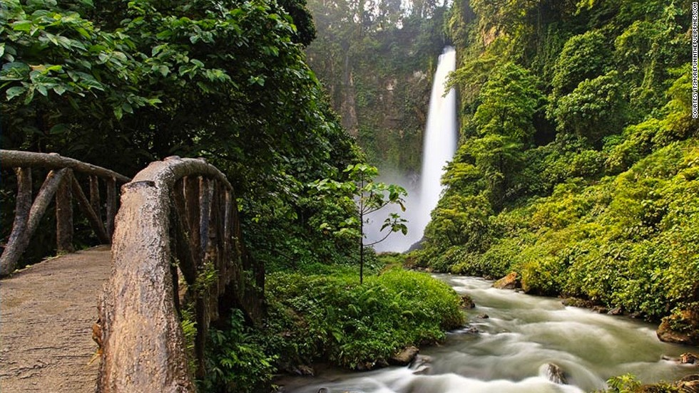 Lake Sebu spills into seven waterfalls -- two are connected by a high zipline. The air in its namesake town feels good on the skin, with temperatures seldom warmer than 77 F (25 C).